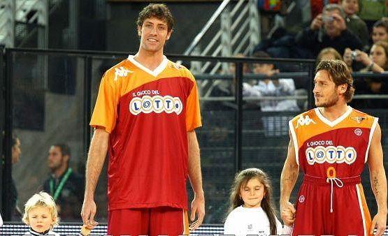 Z prawej: Francesco Totti