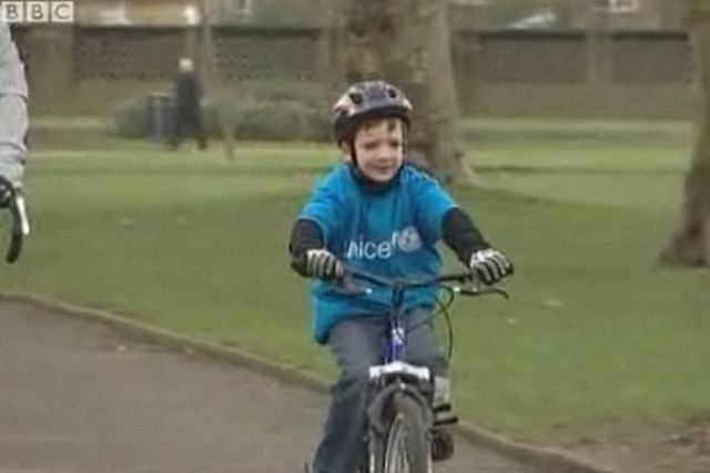 Charytatywna jazda na rowerze Charliego Simpsona Fot. za bbc.co.uk