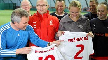 Karolina Woźniacka ze swoim ojcem Piotrem podczas wizyty na treningu piłkarskiej reprezentacji dziennikarzy