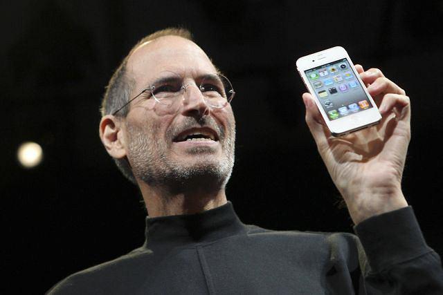 Steve Jobs prezentuje nowy iPhone 4