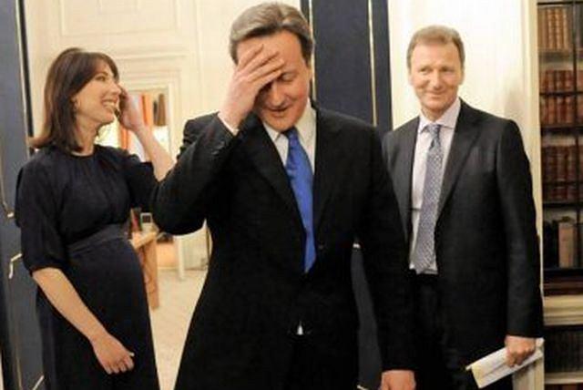 Premier David Cameron i jego żona Samantha na Downing Street 10 Fot. Stefan Rousseau AP