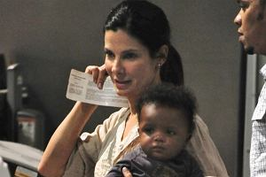 Sandra Bullock na dziecko czekała cztery lata - tyle trwał proces adopcyjny. W końcu doczekała się! Jej syn Louis urodził się w Nowym Orleanie.