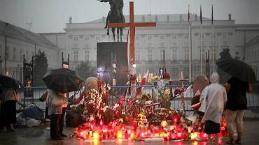 Kilku obrońców zostało przed krzyżem