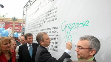 Grzegorz Napieralski podpisuje się pod apelem o przestrzeganie Konstytucji