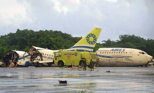 Boeing 737 kolumbijskich linii Aires rozbił się po uderzeniu pioruna
