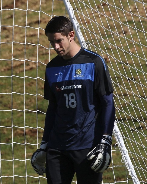 Australia's national soccer team goalkeeper Brad Jones attends a practice session in Johannesburg in this June 2, 2010 file photo. Jones was forced to cut his World Cup stay short, returning home to deal with a serious illness in his family, the Australian federation said on Sunday. REUTERS/Daniel Munoz/Files (SOUTH AFRICA - Tags: SPORT SOCCER WORLD CUP)