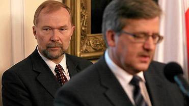 Jacek Michałowski (w tle) i prezydent Bronisław Komorowski