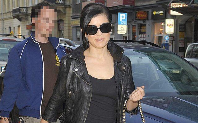 Kasia Cichopek na otwarcie butiku Caroliny Herrery przybyła ubrana cała na czarno. Wyglądała jak rasowy wamp.