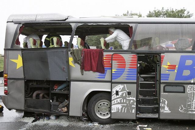 Na miejscu wypadku jest 250 funkcjonariuszy, straż pożarna i służby medyczne