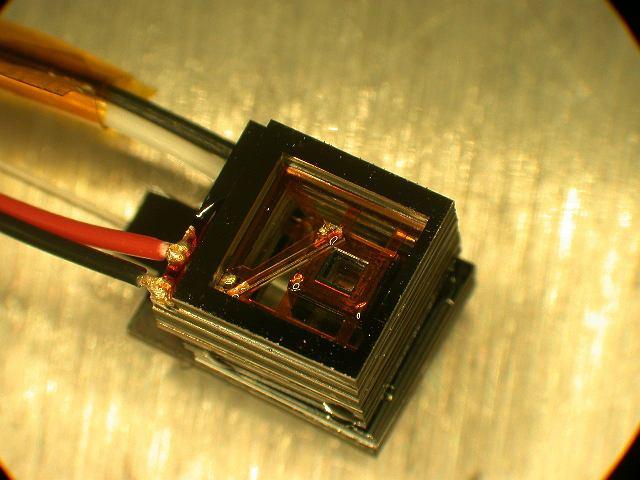 Miniaturowy czujnik magnetometryczny z NIST.
