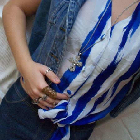 bluzka - Principles, kamizelka - Next diy, krzyż - kappAhl, legginsy - butik, pierścionki parfois, c&a + prezent, rossman, c&a, pull & bear