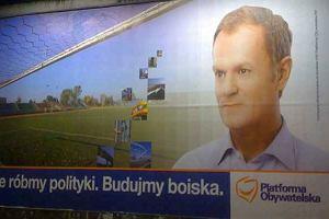 Donald Tusk na plakacie wyborczym ''Nie róbmy polityki...''