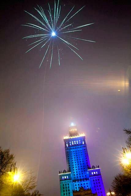 Wielu ludzi ma nadzieję, że nowy rok to nowe możliwości. Na zdj. powitanie roku 2011 w Warszawie