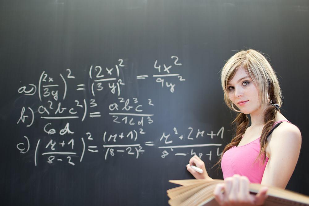 Wiedza młodych Polaków na temat oszczędzania i pieniędzy jest porażająco niska. To m.in. efekt programów nauczania matematyki w szkołach