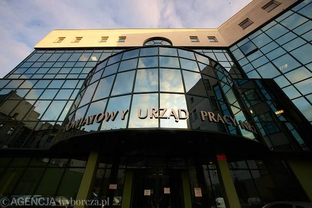 Praca w Łodzi. Firmy szukają na wakacje 350 osób, a znajdują 50 ...