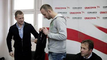 Tomasz Rząsa (z lewej) jeszcze jako dyrektor sportowy Cracovii