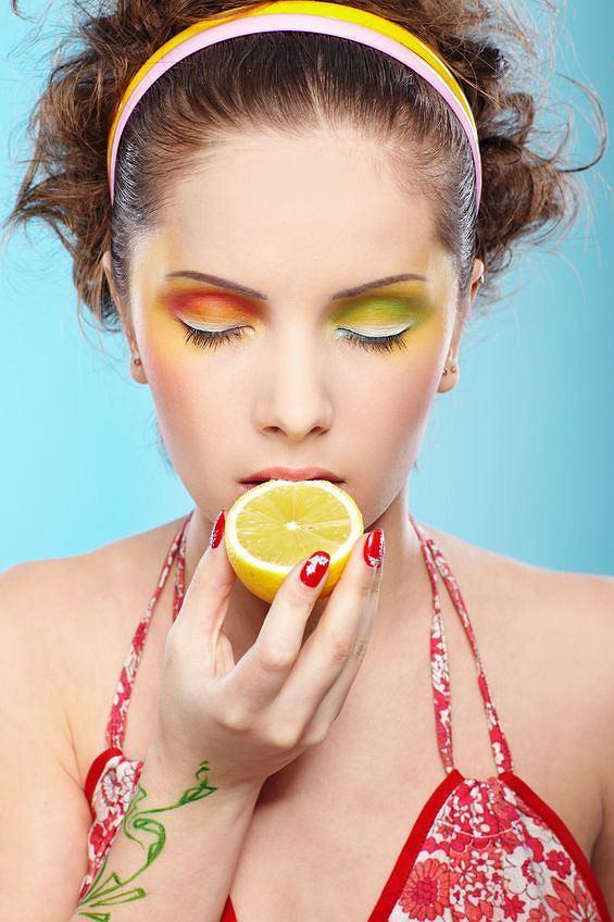 Stosując ditę alkaliczną krop cytryną jedzenie i pij dużo wody