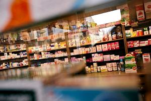 Firmy mają nowy sposób eksportu leków z Polski. PiS myśli o aptekach tylko dla aptekarzy