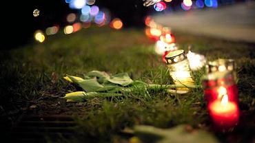 Znicze wzdłuż al Jana Pawła II w szóstą rocznicę śmierci papieża