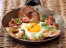 Jajko sadzone z rydzami i bekonem - ugotuj