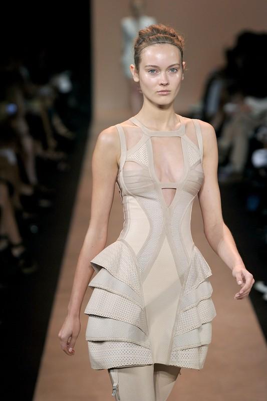 Monika JAC Jagaciak - Herve Leger na wiosnę i lato 2011, sukienka Mai Sablewskiej z programu X Factor