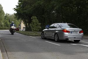 Asystent skrętu w lewo od BMW