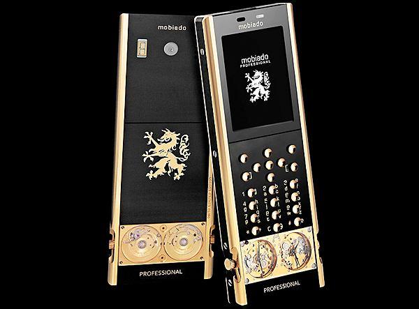 Discovery 105GMT Gold ma właściwości dość nowoczesnego telefonu i obudowę z 274-karatowego szafiru oraz 24-karatowego złota.