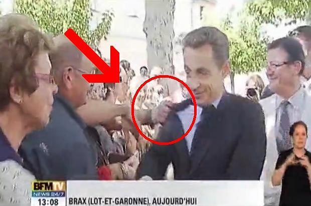 Też się zawsze zastanawialiście, po co prezydentom największych mocarstw świata towarzyszy taka świta? Okazuje się, że w niektórych momentach się przydaje, o czym przekonał się Nicolas Sarkozy w czasie wizyty w mieście Brax.