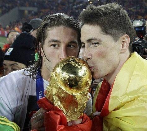 Sergio Ramos i Fernando Torres po finale Mistrzostw Świata w RPA, 11.07.2011