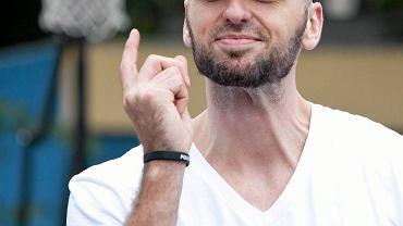Łódź. Koszykarz Marcin Gortat podczas turnieju koszykówki ulicznej, który odbył się w parku 3 maja