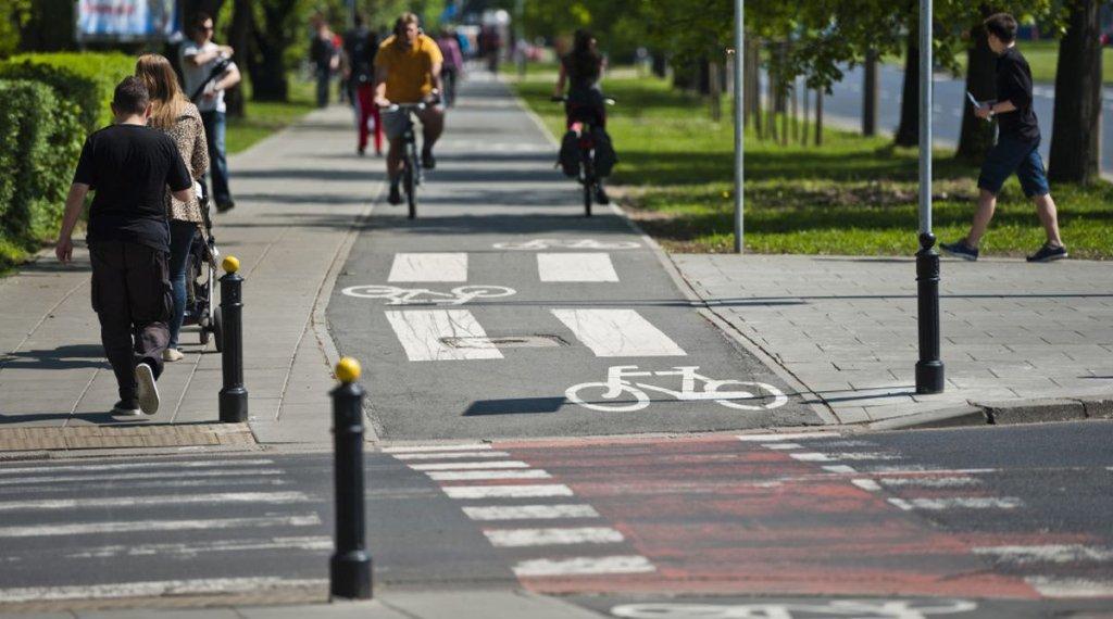 Ścieżka rowerowa na ul. Banacha w Warszawie