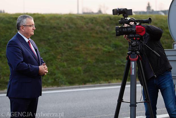Piramidy niekompetencji ministra Adamczyka