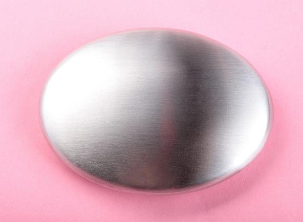 Mydło ze stali nierdzewnej zazwyczaj przypomina swym kształtem tradycyjne mydła