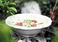 Chłodnik ogórkowy z krewetkami i arbuzem z melonem - ugotuj