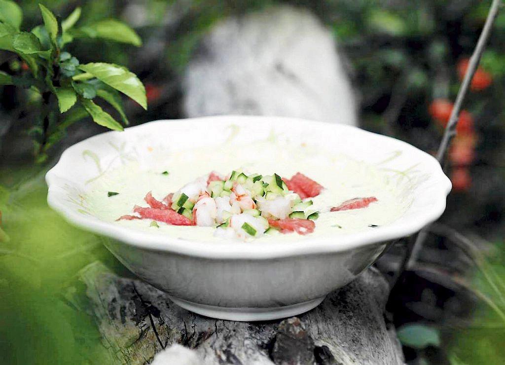 Chłodnik ogórkowy z krewetkami i arbuzem z melonem