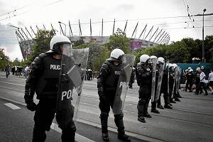 Rząd podwyższa pensje najsłabiej zarabiającym policjantom, strażakom, strażnikom granicznym i funkcjonariuszom SOP