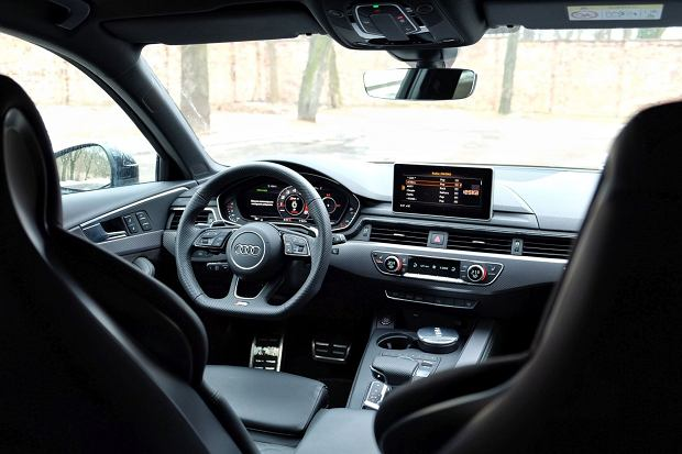 Audi RS4 2.9 TFSI 450 KM - wnętrze