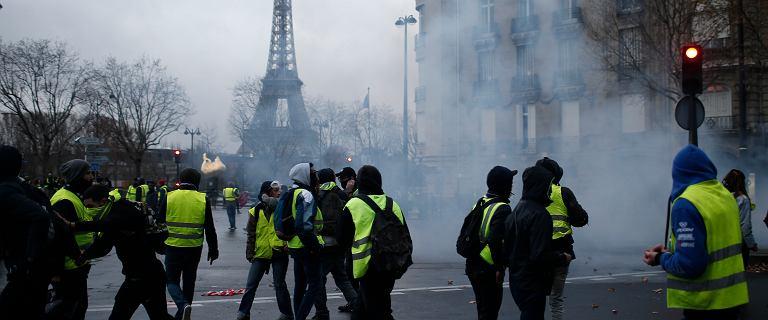 Francuzi liczą straty związane z protestami żółtych kamizelek. Chodzi o miliardy euro