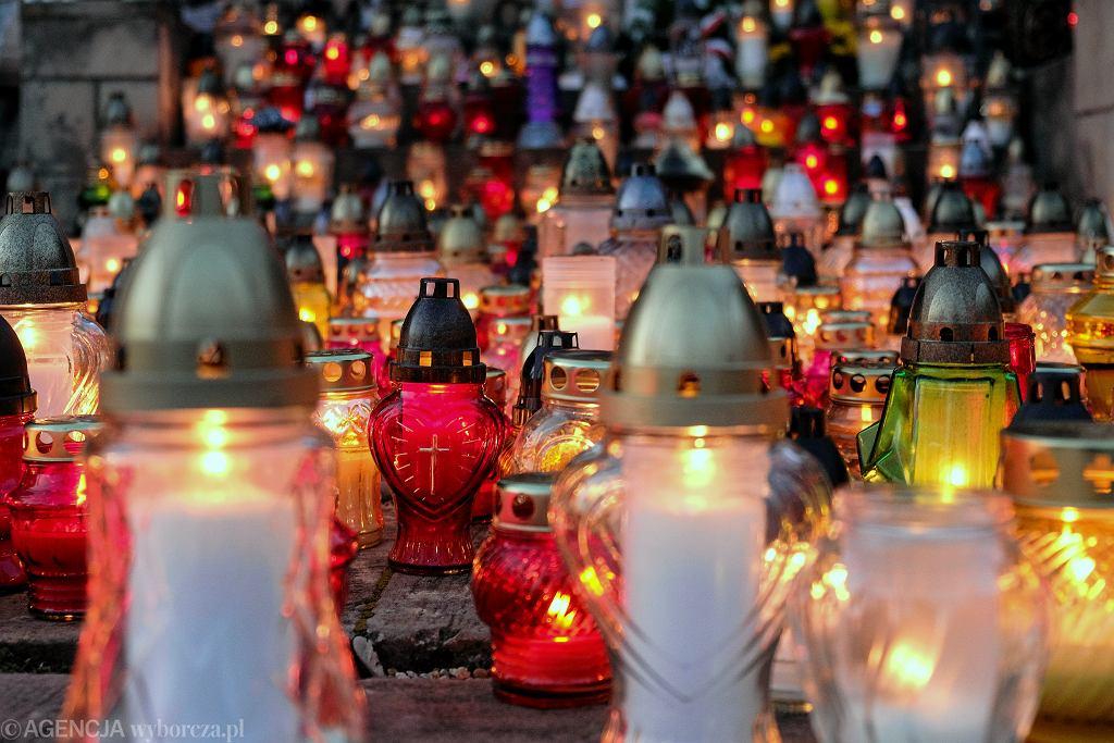 Wszystkich Świętych 2019. Ile kosztują stroiki na groby? (zdjęcie ilustracyjne)