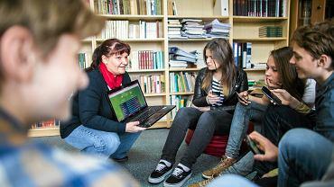 Joanna Klimas korzysta na lekcjach z social mediów, filmów, zdjęć. Uczniowie sami szukają też materiałów do zajęć