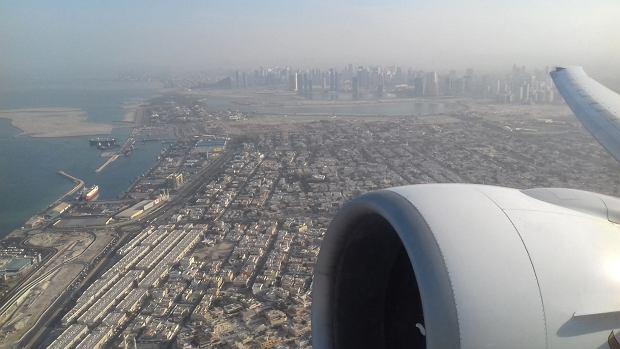 Start samolotu Emirates do Warszawy z lotniska w Dubaju