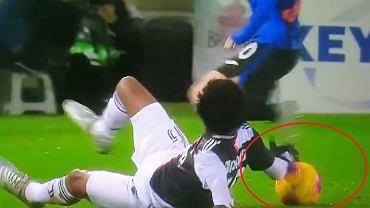 Juan Cuadrado zagrał piłkę ręką?