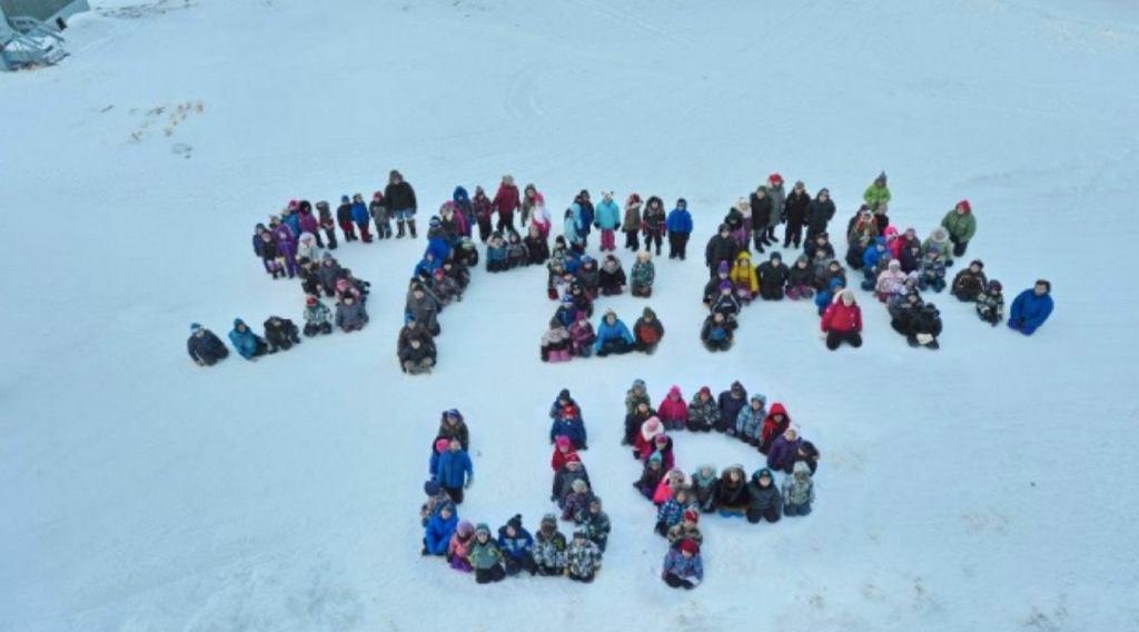 Dzieci z Nunavut wysyłają wiadomość podczas warsztatów zapobiegających samobójstwom na tym terytorium