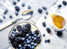 Trifle z jeżynami, borówkami i kremem cytrynowym - ugotuj