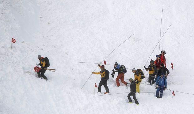Co najmniej dwie osoby zostały ranne w czwartek po zejściu lawiny w szwajcarskim ośrodku narciarskim Andermatt.