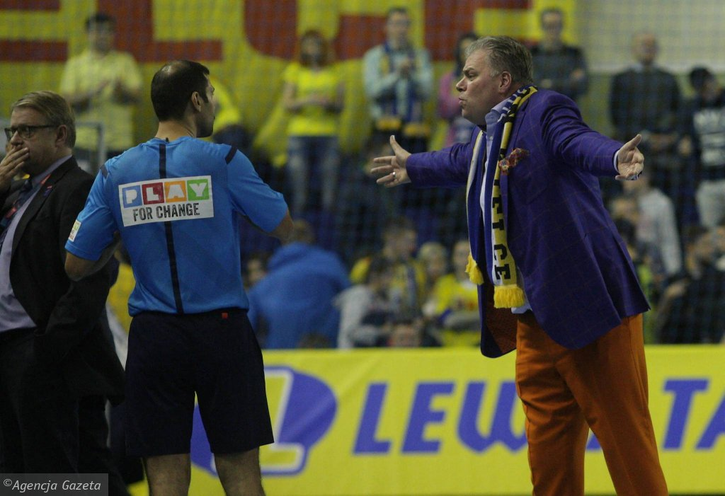 Bertus Servaas ma pretensję do sędziów podczas meczu Vive Tauron Kielce - Vardar Skopje