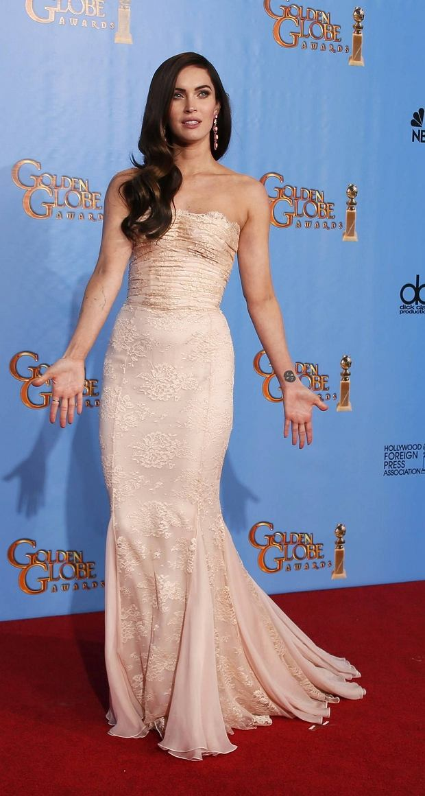 Presenter Megan Fox poses backstage at the 70th annual Golden Globe Awards in Beverly Hills, California, January 13, 2013.  REUTERS/Lucy Nicholson (UNITED STATES  - Tags: ENTERTAINMENT) (GOLDENGLOBES-BACKSTAGE)