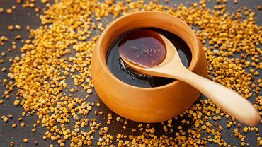 Miód gryczany zawiera wiele składników mineralnych oraz witamin, które wpływają korzystnie na kondycję całego organizmu