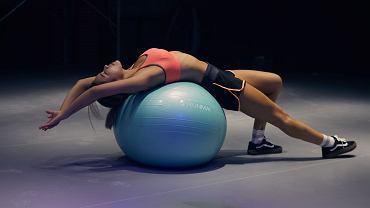 piłka gimnastyczna - ćwiczenia