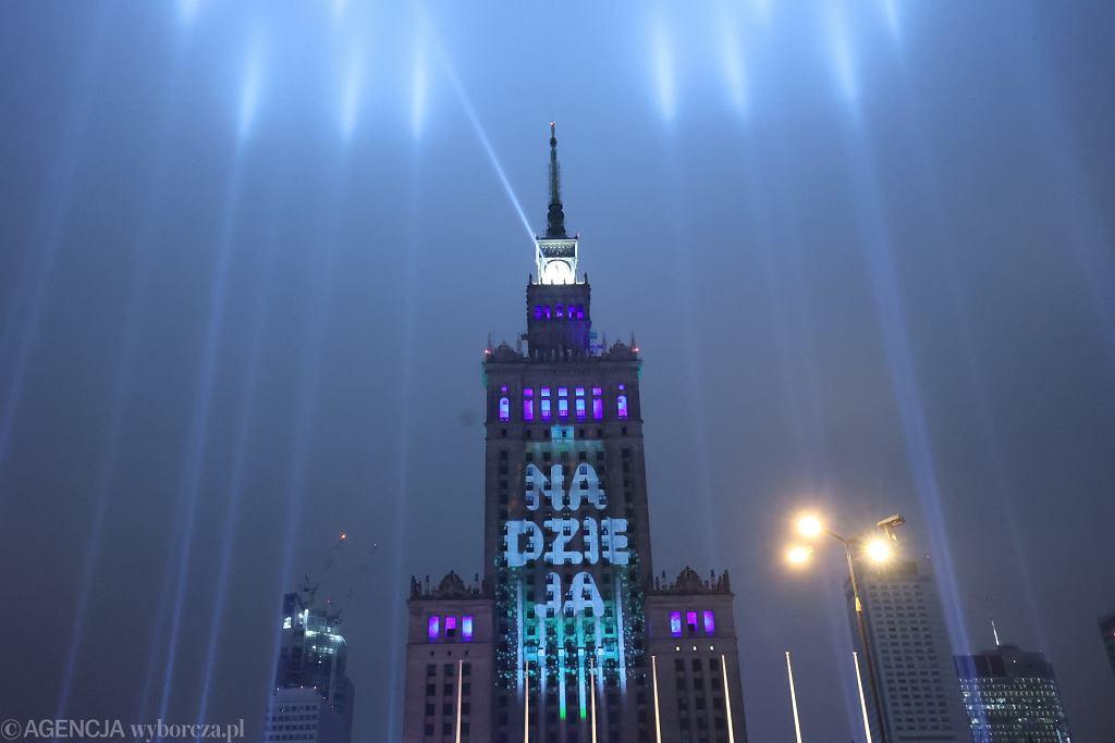 Sylwestrowa iluminacja Pałacu Kultury i Nauki w Warszawie